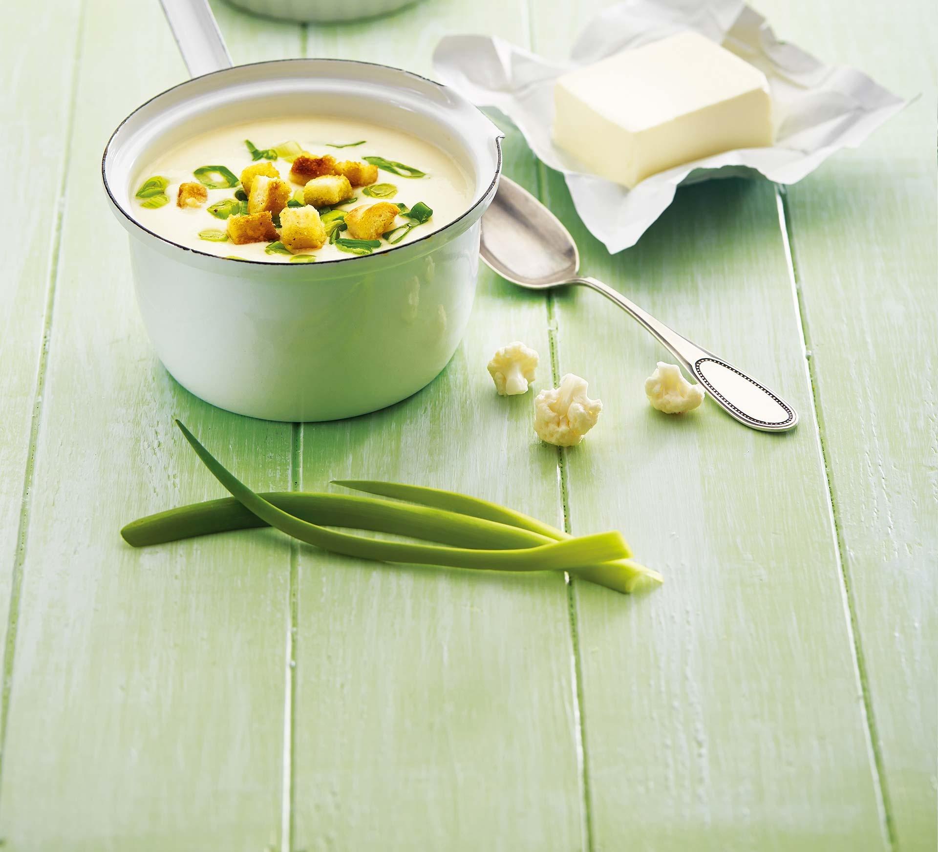 Lučinová polévka s květákem