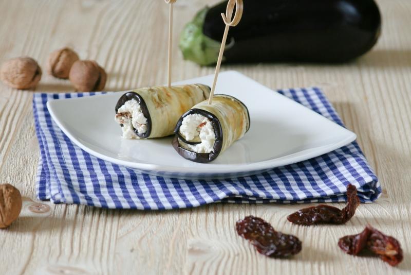 Lilkové rolky s Lučinou, ořechy a sušenými rajčaty