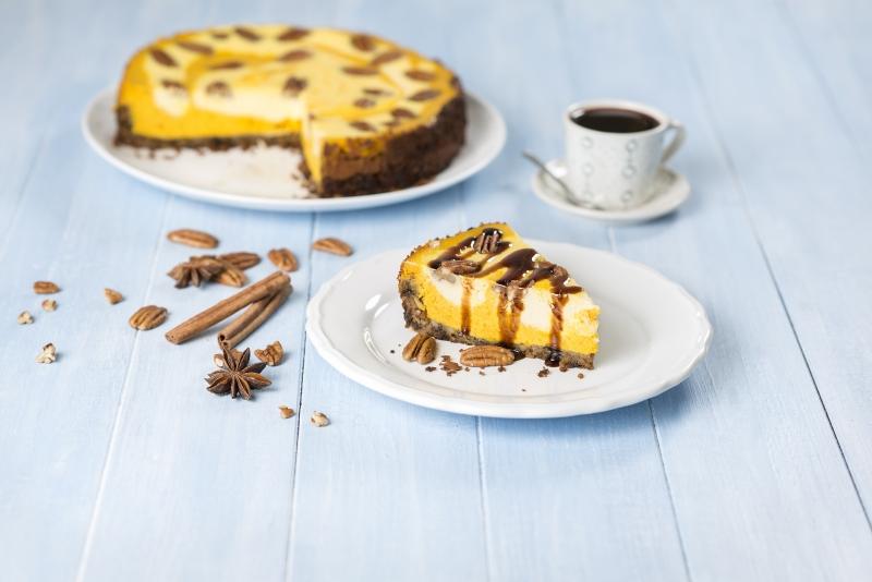Dýňový cheesecake s pekanovými ořechy a karamelem