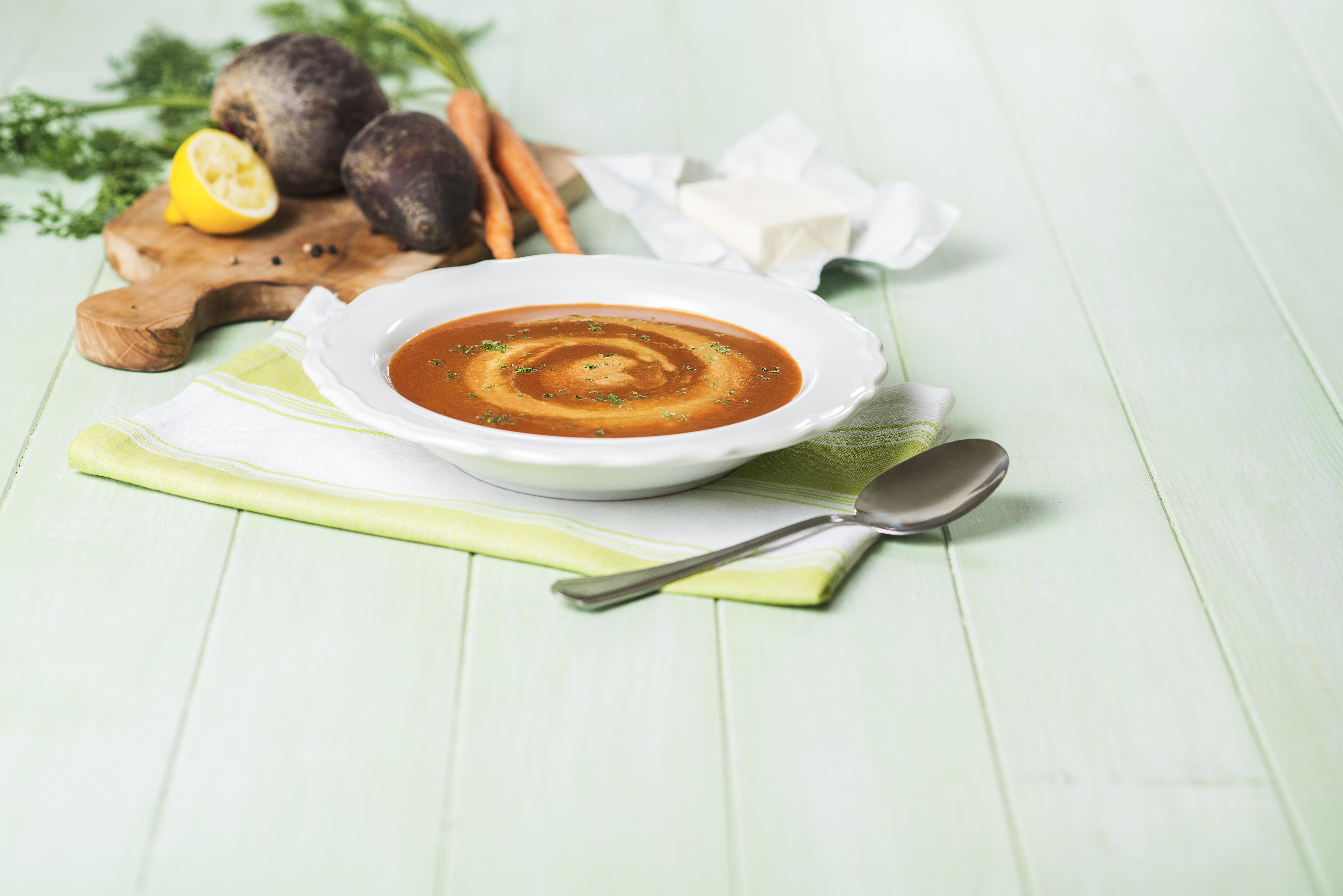 Pečená polévka z řepy a mrkve zjemněná Lučinou